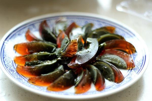 果蔬百科松花蛋的营养价值 松花蛋怎么吃营养